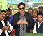 Shatrughan Sinha visits High Court Mazar