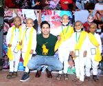 Varun Dhawan with cancer patient childrens