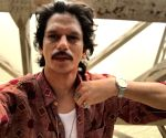 Vijay Varma gets into nineties mode for 'Hurdang'