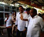 Vivek Anand Oberoi visit at Sidhivinayak Temple