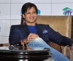 Suresh-Vivek Oberoi unite for 'PM Narendra Modi'