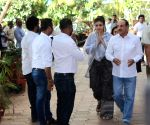 Veeru Devgan's prayer meet -  Suresh Oberoi, Zayed Khan, Sunil Shetty, Twinkle Khanna
