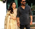 Kajol tutors Ajay Devgn on how to click selfies