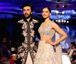 'Yeh Jawaani Hai Deewani' clocks 7, Karan gets nostalgic