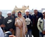 "Fukrey Returns"" team visits Golden Temple"