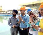 Zarine Khan and Gippy Grewal at Golden Temple