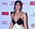 Aahana Kumra's warm relationship with Soni Razdan
