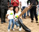 Divya Khosla participates in cleanliness drive at Juhu Beach