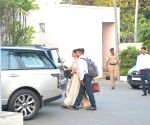 Ranveer and Deepika seen at Mumbai's airport
