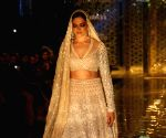 Fashion show - Abu Jani-Sandeep Khosla