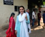 2019 Lok Sabha elections - Dia Mirza casts vote