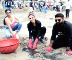 Beach Clean Up programme - Esha Gupta