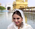 Huma Qureshi, Gurinder Chadha at Golden temple