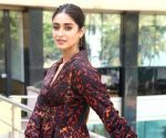 Watch: Cutie Pie Ileana D'Cruz spotted, wears a stunning casual full length dress and smiles away