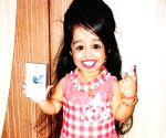 Nagpur: World's smallest woman votes in Nagpur