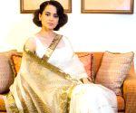 बॉलीवुड की अभिनेत्रीयों ने 'नेशनल हैंडलूम डे' पर भारतीय कारीगरों को प्रोत्साहित किया।