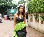 Kareena Kapoor Khan on the sets of Dance India Dance Season 7