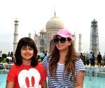 Mahima Chaudhry visits Taj Mahal