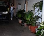 Malaika Arora seen at Kareena Kapoor's residence