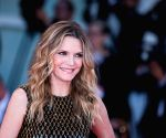 Michelle Pfeiffer finds Catwoman whip