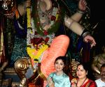 Shilpa Shetty Kundra offers prayers at Chinchpokli Cha Chintamani