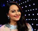 Sonakshi Sinha says she wants to be the ambassador of Rajasthani artisan Ruma Devi's brand