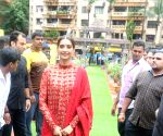 Sonam Kapoor arrives at Andheri cha Raja pandal