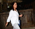 Soni Razdan seen at Mumbai's Juhu