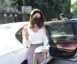 Sunny Leone seen at Juhu