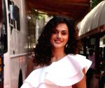 "Taapsee Pannu, Vicky Kaushal on Neha Dhupia's show ""Vogue BFFs Season 3"" sets"