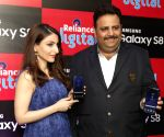Soha Ali Khan at the launch of Samsung S8 at Reliance Digital Store