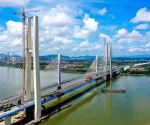 Last steel box girder installed on railway bridge over Xijiang River