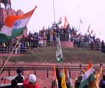 After clashes with police, farmers swarm Red Fort, hoist pennant(2nd Ld)