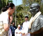 Rahul Gandhi, Manmohan Singh, Sonia Gandhi at Sardar Vallabhai Patel National Memorial