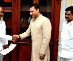 Akbaruddin Owaisi meets K. Chandrashekhar Rao