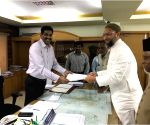 2019 Lok Sabha elections - Asaduddin Owaisi files his nomination