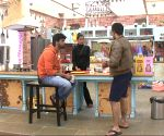 Bigg Boss Saath - 7 - Ajaz and Kushal dig grave for the housemates