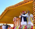 Akhilesh attacks BJP at Rajbhar's rally