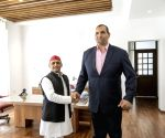 Akhilesh meets Khali in Lucknow