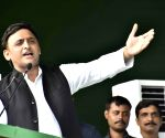 Akhilesh attacks Modi over greetings to Imran