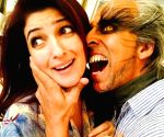 Akshay-Twinkle mark 19th anniversary with quirky post