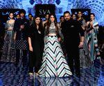 Mithali Raj, Alaya Furniturewala debut on ramp at LFW