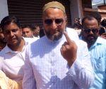 2019 Lok Sabha elections - Asaduddin Owaisi casts vote