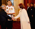 Argentine envoy presents credentials to President Mukherjee