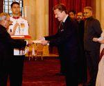 Swiss envoy presents credentials to President Mukherjee