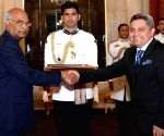 Ambassador of Ecuador presents his credentials to President Kovind