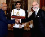 Ambassador of Uruguay presents his credentials to President Kovind