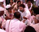 Rahul Gandhi interacts with farmers during his Vidarbha padyatra
