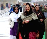 Rati Agnihotri pays obeisance at the Golden Temple