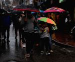 Amritsar witnesses spells of drizzle